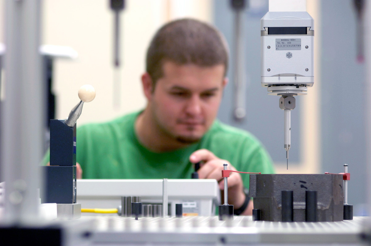 Student working in the Rapid Product Development center